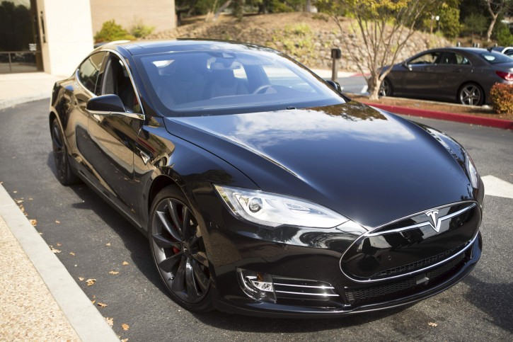 A Tesla Model S with version 7.0 software update containing Autopilot features is seen during a Tesla event in Palo Alto, California October 14, 2015. REUTERS/Beck