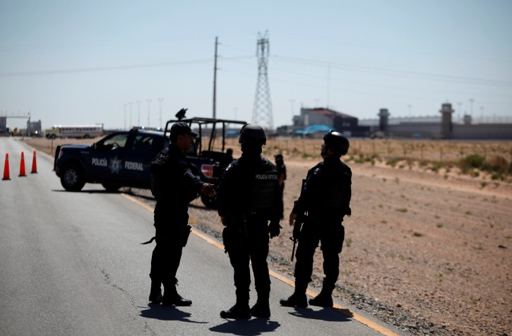 "Federal police officers stand guard near a prison in Ciudad Juarez where Mexican drug boss Joaquin ""Chapo"" Guzman has been moved from his jail in central Mexico, May 7, 2016. REUTERS/Jose Luis Gonzalez"