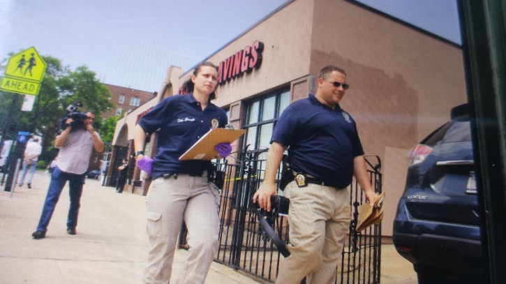 Investigtors on the scene of Maspeth Federal Savings Bank in Rego Park, Queens. (Shimon Gifter/VINnews.com)