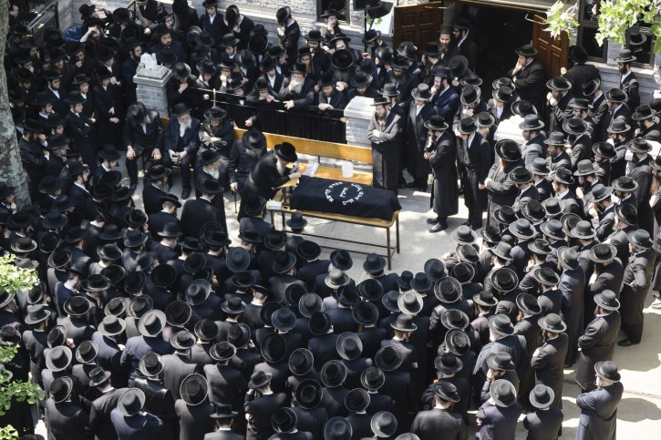 The Funeral in front of Shopron Shul in Williamsburg. (Stefano Giovannini /VINnews.com)