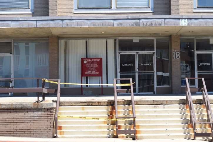 The entrance of Sain Building, located on New Hempstead Road shows a roped off staircase that is deemed hazardous (Sandy Eller/VINnews.com)