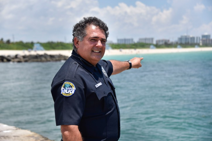 Officer Waisman pointing at the location where the drowning occurred. (Michele Sandberg /VINnews.com)