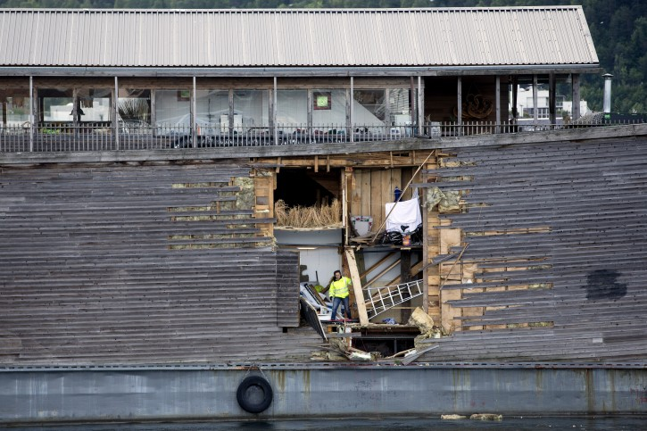 A crew member inspects the damage of the hull of Noah's Ark in Oslo harbour, Friday June 10, 2016. (Hkon Mosvold Larsen, NTB Scanpix) NORWAY OUT
