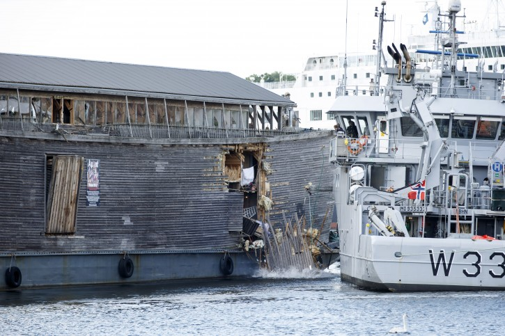 The damage of the hull of Noah's Ark after it crashed into a moored Coast Guard vessel in Oslo harbour, Friday June 10, 2016. (Hkon Mosvold Larsen, NTB Scanpix)
