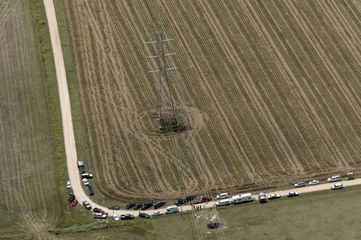 """In this aerial photo authorities investigate after a hot air balloon caught on fire and crashed in in Central Texas near Lockhart, Texas, Saturday, July 30, 2016, causing what authorities described as a """"significant loss of life."""" (Rodolfo Gonzalez/Austin American-Statesman via AP)"""