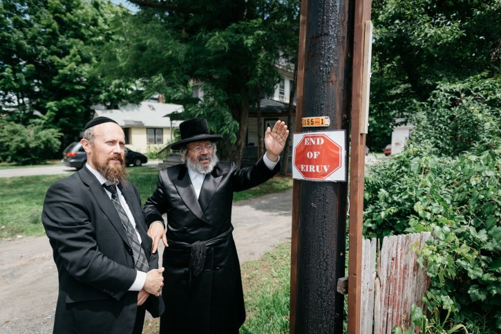(L-R) Rabbi Mordechai Jungreis with well known Eruv expert Rabbi Avrohom Goldberger at the border line of the new constructed Eruv in Woodburne on Jul. 1, 2016 (Eli Wohl/VINnews.com)