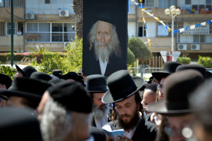 Ultra orthoodx jewish men gather to pray during a demonstration in support of Rabbi Eliezer Berland Outside the court in Lod, Central Israel on July 26, 2016. Photo by Avi Dishi/Flash90