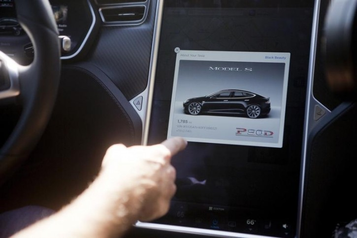 The Tesla Model S version 7.0 software update containing Autopilot features are demonstrated during a Tesla event in Palo Alto, California, U.S. October 14, 2015. REUTERS/Beck Diefenbach/File Photo
