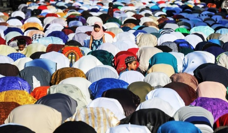 FILE - People pray along a street during the Eid holiday that marks the end of the Muslim holy month of Ramadan in the Brooklyn borough of New York City, July 6, 2016. REUTERS/Stephanie Keith