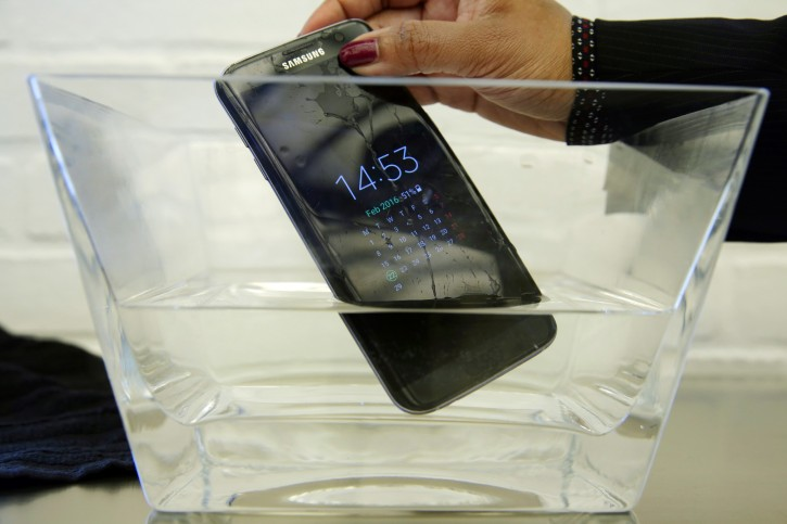 "A waterproof Samsung Galaxy S7 Edge mobile phone is submersed in water during a preview of Samsung's flagship store, Samsung 837, in New York's Meatpacking District, Monday, Feb 22, 2016. Samsung is opening what it calls a ""technology playground"" in New York for customers to check out its latest gadgets. The center opens Tuesday, the day Samsung starts taking orders for its upcoming Galaxy S7 and S7 Edge phones. (AP Photo/Richard Drew)"