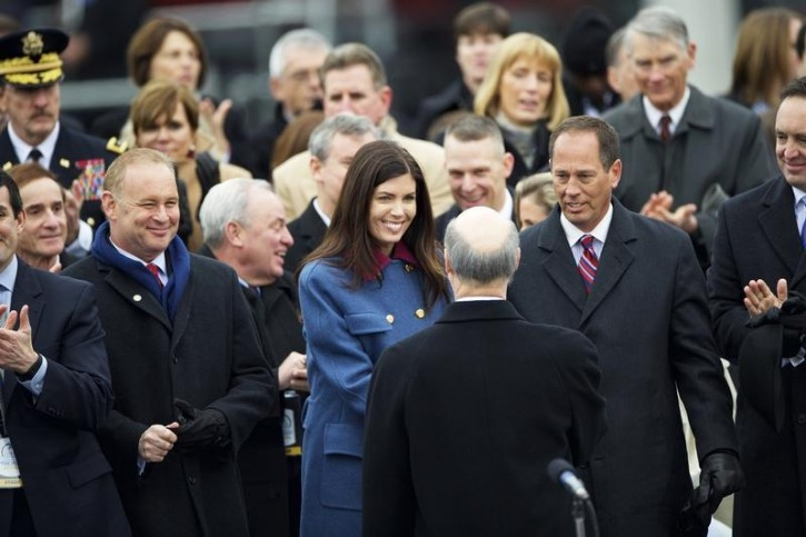 Pennsylvania Attorney General Kathleen Kane congratulates Governor Tom Wolf following his inauguration ceremony at the State Capitol in Harrisburg, January 20, 2015.  REUTERS/Mark Makela