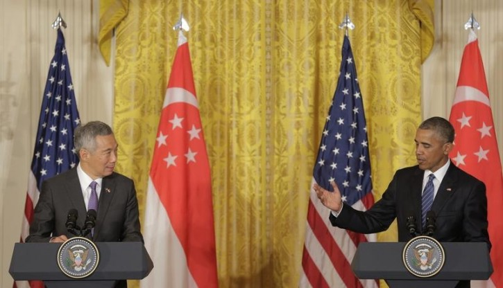 U.S. President Barack Obama and Singapore Prime Minister Lee Hsien Loong (L) speak during a news conference at the White House in Washington, U.S., August 2, 2016.  REUTERS/Joshua Roberts