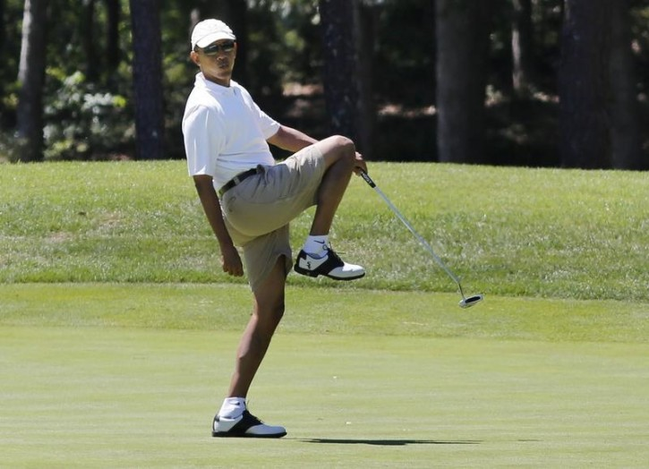 U.S. President Barack Obama reacts after missing a putt on the first green at the Farm Neck Golf Club at Oak Bluffs on Marthas Vineyard, August 11, 2013.  REUTERS/Larry Downing/File Photo