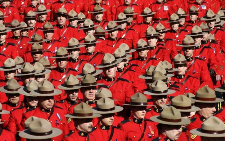 Toronto – Canadian Mounties Allow Officers To Wear Hijab