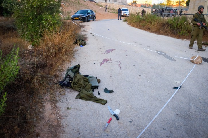 Israeli security forces at the scene where a Palestinian terrorist stabbed an Israeli reserve IDF officer in the West Bank settlement of Efrat, in Gush Etzion on September 18, 2016. Photo by Gerson Elinson/Flash90