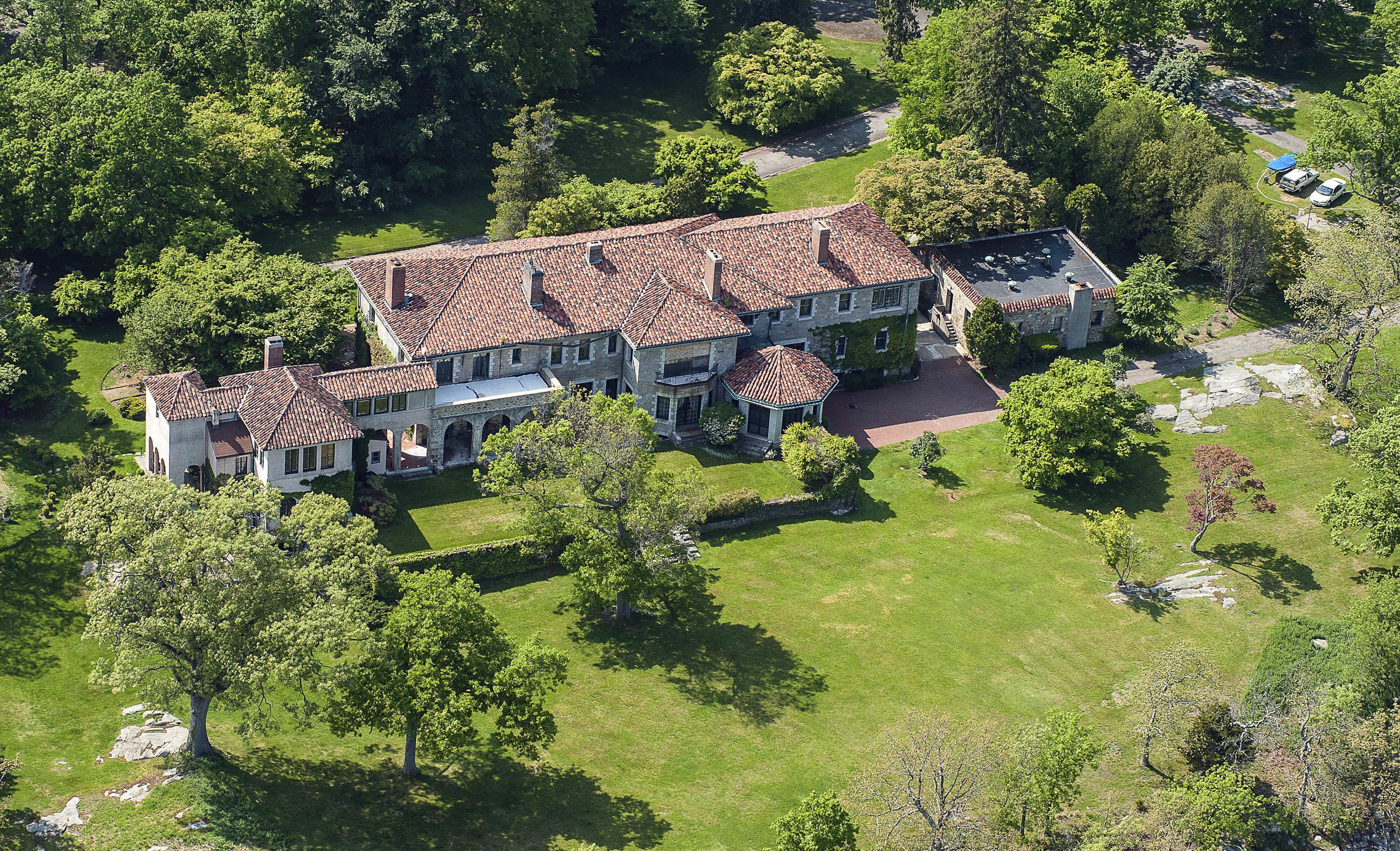 Darien ct what could you get for 175m a huge estate for Long island estates for sale