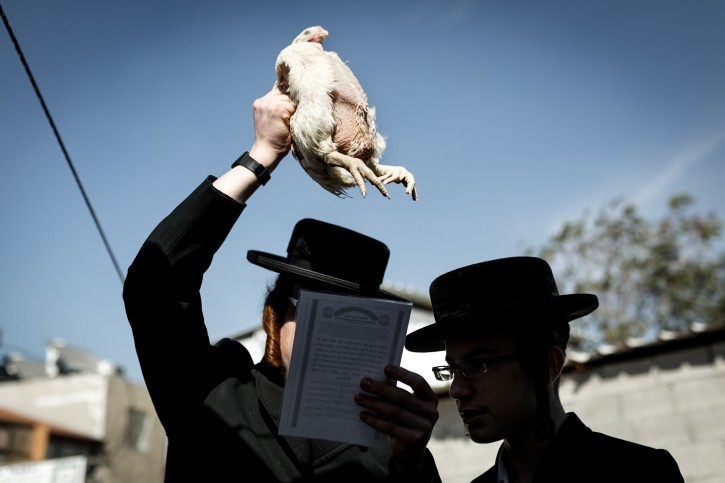 FILE - Ultra Orthodox Jews perform the Kaparot ceremony on October 10, 2016, in the ultra orthodox neighborhood of Meah Shearim, in Jerusalem.  Flash90