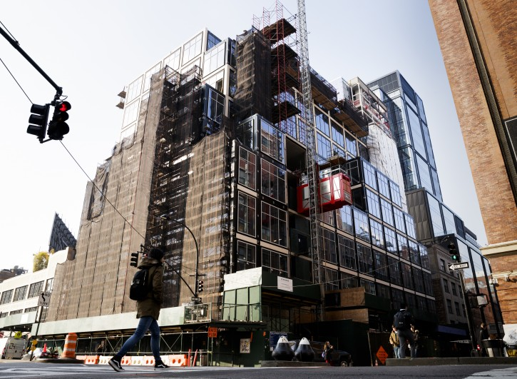 New york new construction to lift manhattan office rents for Building under construction insurance