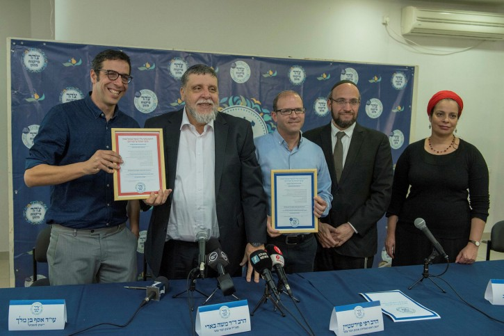 CEO of the Restaurants Association Shay Berman (L), Co-Chair at Tzohar Rabbi Rafi Feuerstein, CEO of Tzohar Rabbi Dr. Moshe Beeri, Head of the Kosher Layout Rabbi Dr. Oren Duvdevani and Kosher inspector (Mashgiach) Idith Gotlib during press conference of the Zionist Rabbis organization - Tzohar in Tel Aviv. Feb 26, 2018. (Kobi Richter/TPS)