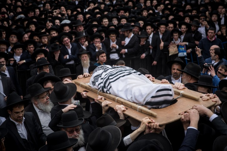 Ultra Orthodox followers of Rabbi Shmuel Auerbach attend his funeral in Jerusalem, on February 25, 2018. Rabbi Auerbach, leader of the Jerusalem Faction, passed away at the age of 86. Photo by Yonatan Sindel/Flash90