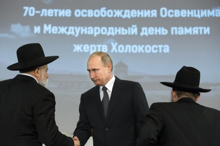 FILE - Russian President Vladimir Putin (C) greets head of the Federation of Jewish Communities of Russia Alexander Boroda (L) and Russian Chief Rabbi Berel Lazar during a ceremony, marking the 70th anniversary of the liberation of former Nazi German concentration and extermination camp Auschwitz which was freed by the Red Army soldiers, at the Jewish Museum and Tolerance Centre in Moscow, January 27, 2015. REUTERS/Alexander Zemlianichenko/Pool