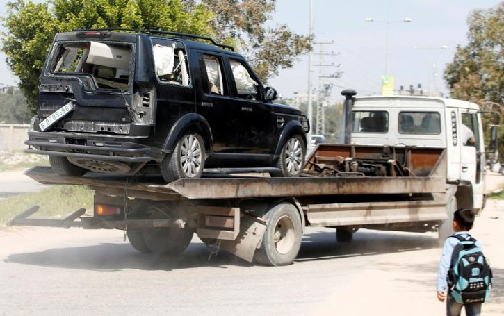 A damaged vehicle of the convoy of Palestinian Prime Minister Rami Hamdallah is removed after an explosion in the northern Gaza Strip March 13, 2018. REUTERS/Mohammed Salem