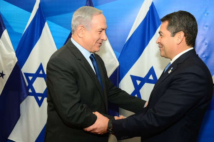 Prime Minister Benjamin Netanyahu meets with President of Honduras, Juan Orlando Hernández, in Jerusalem on October 29, 2015. Photo by Kobi Gideon / GPO