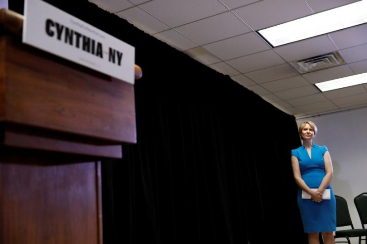 Actress Cynthia Nixon stsnds before her announcement that she is running for Governor of New York in Brooklyn, New York, U.S., March 20, 2018. REUTERS/Shannon Stapleton