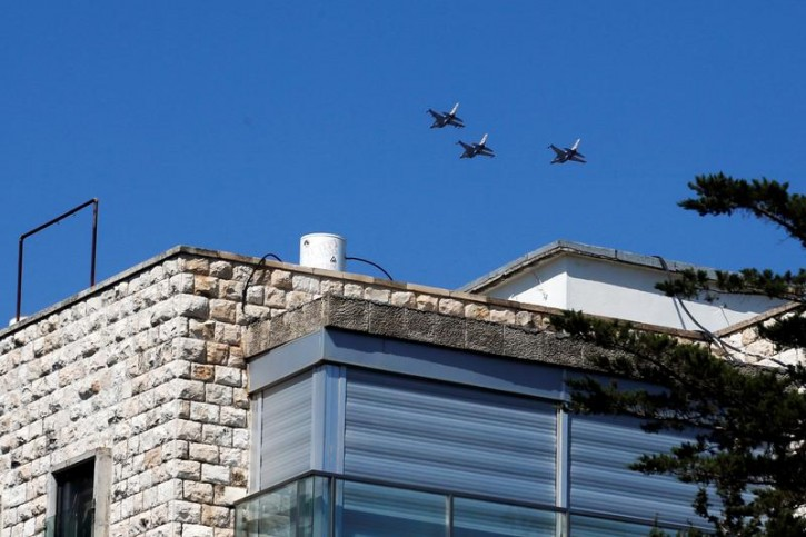 Israeli Air Force planes fly in formation over Jerusalem as they rehearse ahead of an aerial show for Israel's 70th Independence Day celebrations, April 15, 2018. REUTERS/Ronen Zvulun