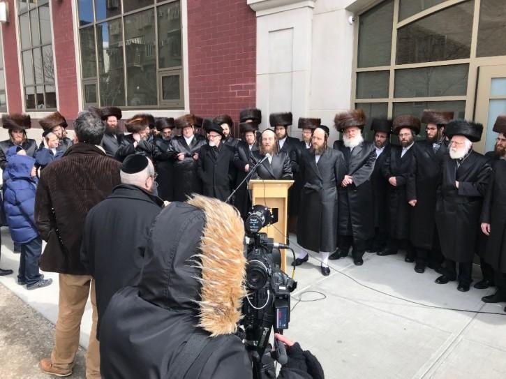 Brooklyn, NY - Yeshiva Parents Speak Out Against Yaffed - Vos Iz Neias