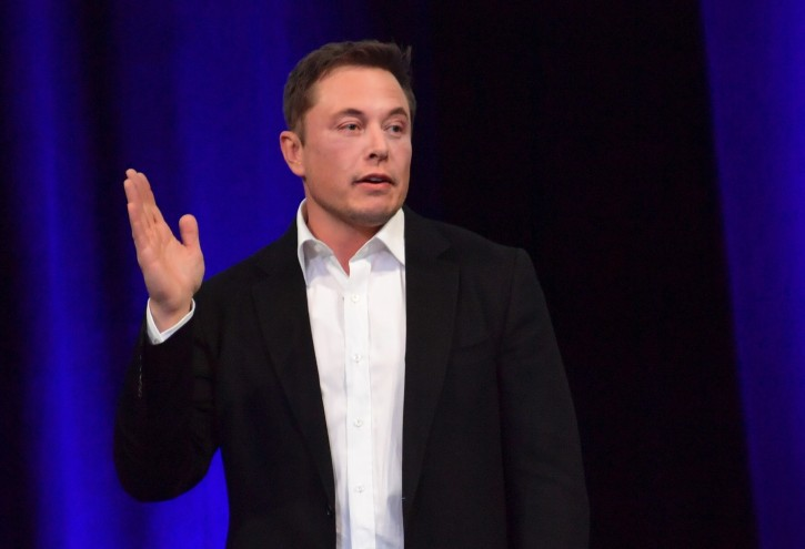 Detroit – Musk Says Investors Convinced Him Tesla Should Stay Public