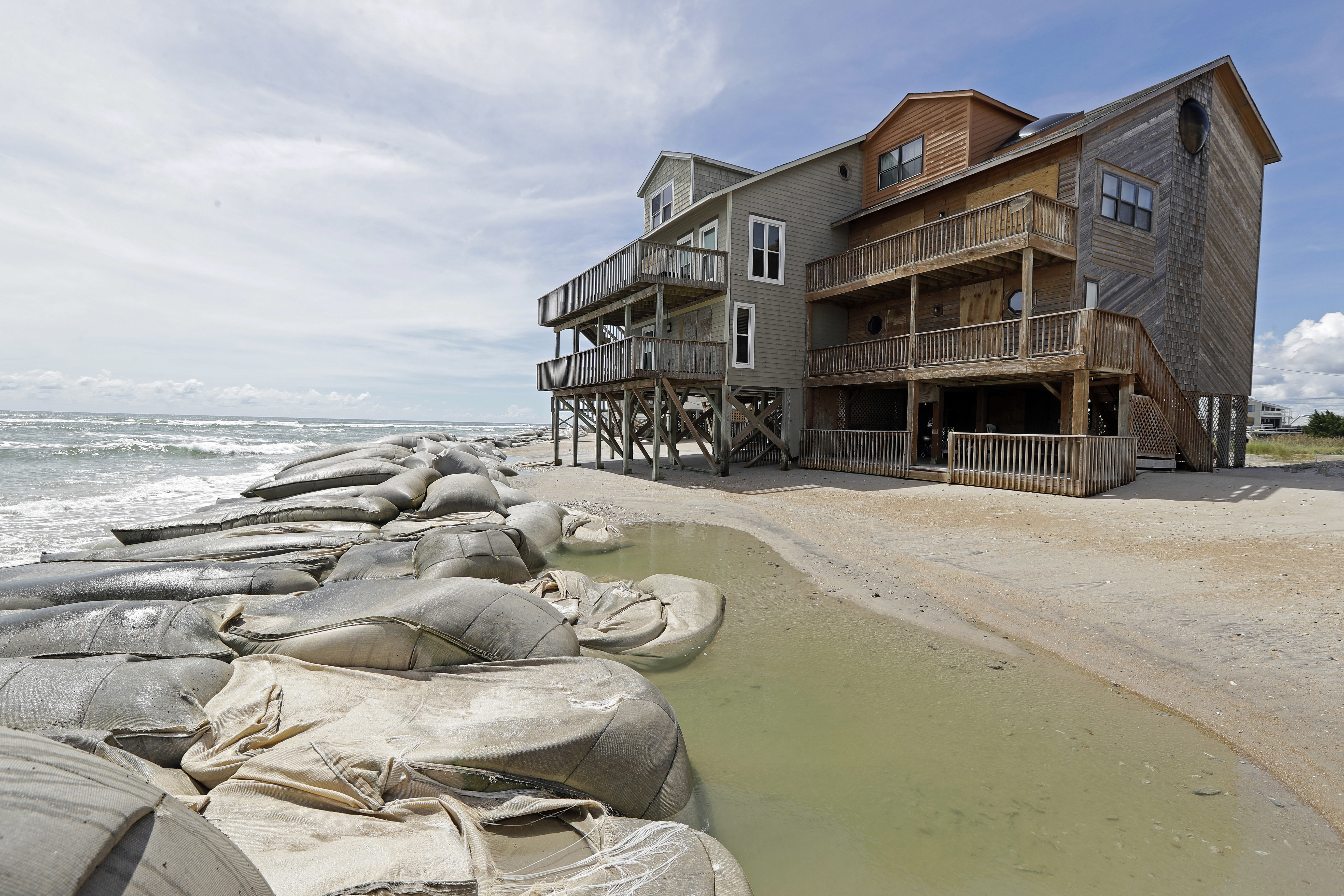 Sand Bags Aren T Enough To Stop The Water From Homes On North Topsail Beach