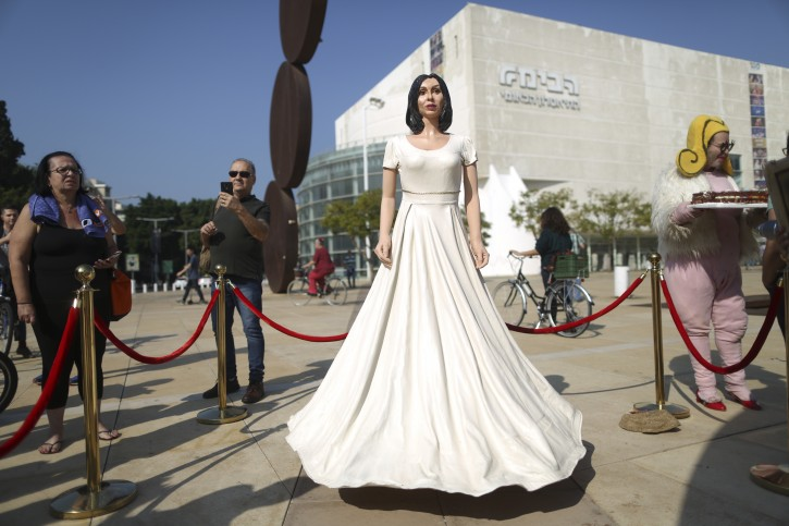 "People look at a statue of Israel's Culture and Sports minister Miri Regev in Tel Aviv, Thursday ,Nov. 8, 2018. Israeli artist Itay Zalait set up his depiction of Regev as a protest of her pushing for legislation mandating ""loyalty"" in cultural works. AP Photo/Oded Balilty)"
