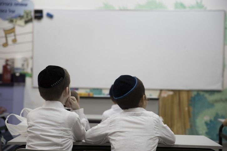 New York - Yeshiva, Religious Group Lawsuit: New NYS School Regulations Unconstitutional And Legally Flawed - Vos Iz Neias