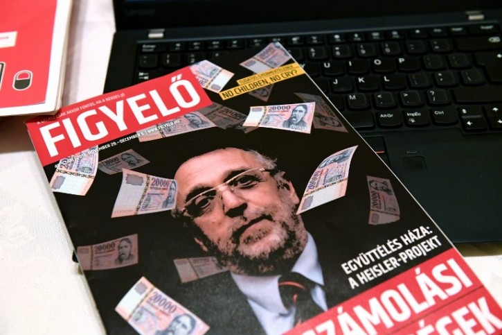 """The cover of Hungarian magazine 'Figyelo' (Attention) with a portrait of Andras Heisler, head of the Federation of Hungarian Jewish Communities (Mazsihisz) is pictured on November 30, 2018 in Budapest. - Hungary's largest Jewish organisation has condemned what it termed """"incitement"""" against its leader after he was depicted on the cover of a prominent pro-government weekly surrounded by banknotes."""