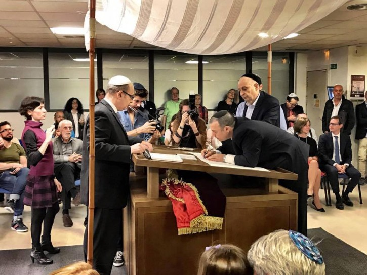 FILE - Oct. 28, 2016 -  for the first time since the start of the Spanish Inquisition over 500 years ago, the writing of a new Torah scroll has begun in Spain in the Jewish Community Bet-El - Madrid. (Reconectar.com)
