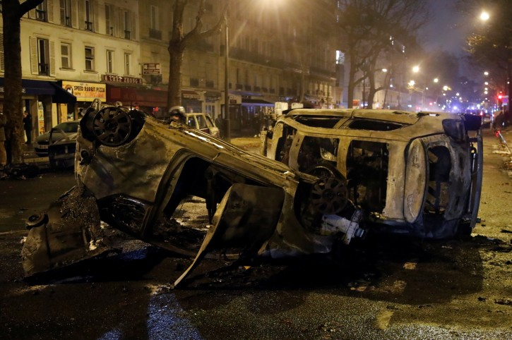 Burned cars are seen on avenue Kleber after clashes with protesters wearing yellow vests, a symbol of a French drivers' protest against higher diesel taxes, in Paris, France, December 1, 2018.  REUTERS/Charles Platiau