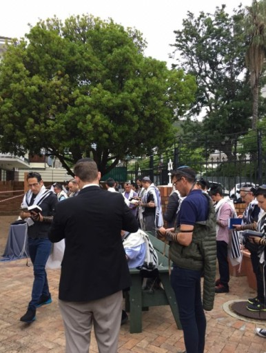 Worshipers from around Cape Town gathered outside the synagogue for a morning service. (Stuart Diamond)