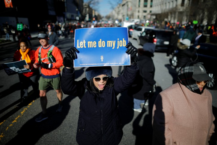 U.S. federal government employees, contract workers and other demonstrators march during a 'Rally to End the Shutdown' in Washington, U.S., January 10, 2019. REUTERS/Carlos Barria