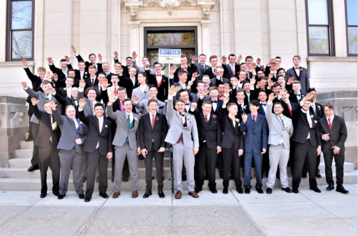 Baraboo, WI – Teachers Of Students Who Made Nazi Salute In Prom Photo Raise Money For Auschwitz Museum