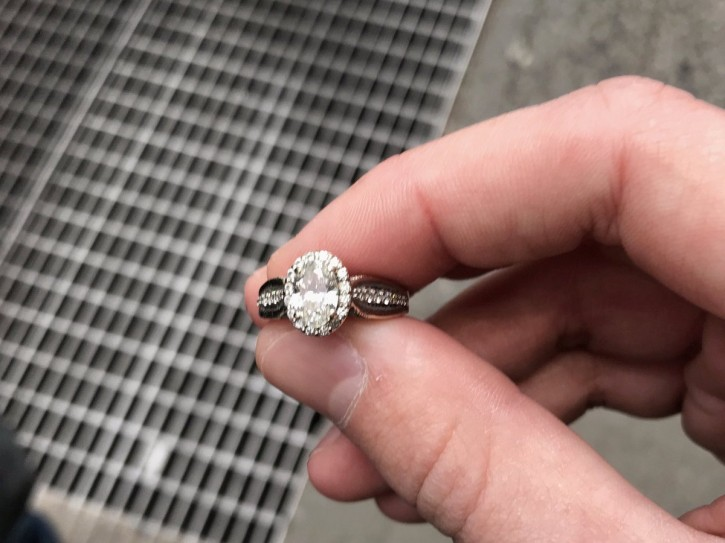 New York – Couple Reunited With Engagement Ring Dropped In NYC Sewer