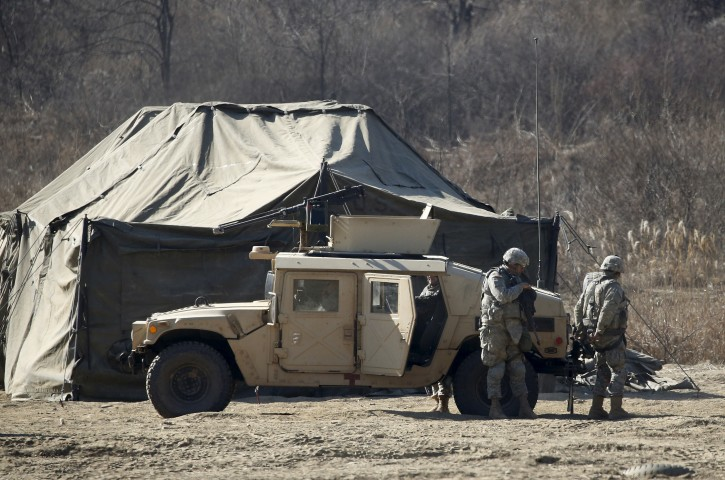 FILE PHOTO: U.S. army soldiers take part in a military exercise at a training field near the demilitarized zone separating the two Koreas in Paju, South Korea, February 7, 2016.  REUTERS/Kim Hong-Ji