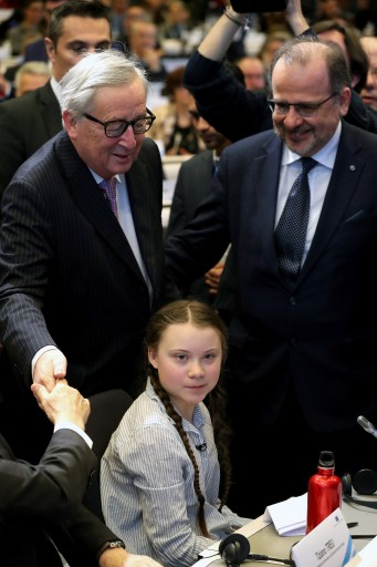 16-year old Swedish environmental activist Greta Thunberg and European Commission President Jean-Claude Juncker attend a conference in Brussels, Belgium February 21, 2019.  REUTERS/Yves Herman