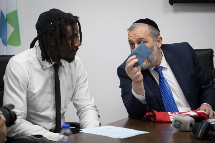 American basketball player, Amar'e Stoudemire receives a National ID and Israeli citizenship form Israel Minister of Interior Affairs Aryeh Deri and Jerusalem Mayor Moshe Leon during a ceremony at the Interior ministry office in Jerusalem on March 13, 2019. Photo by Hadas Parush/Flash90