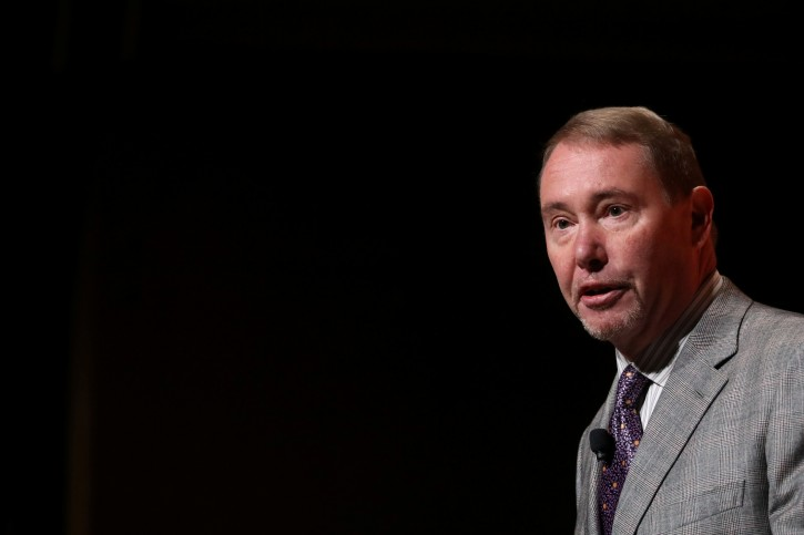 FILE PHOTO: Jeffrey Gundlach,CEO of DoubleLine Capital LP, presents during the 2019 Sohn Investment Conference in New York City, U.S., May 6, 2019. REUTERS/Brendan McDermid/File Photo