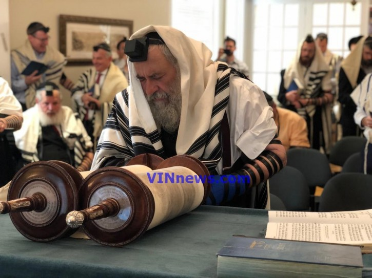 Rabbi Goldstein reciting Birchas Hagomel at the Shul American Friends of Lubavitch in Washington DC May 2, 2019. (VINNews.com)