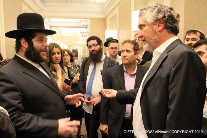 Del Bigtree at an anti-vaccine forum in Brooklyn earlier this month geared to the ultra-Orthodox Jewish community.(Shimon Gifter/VINnews.com)