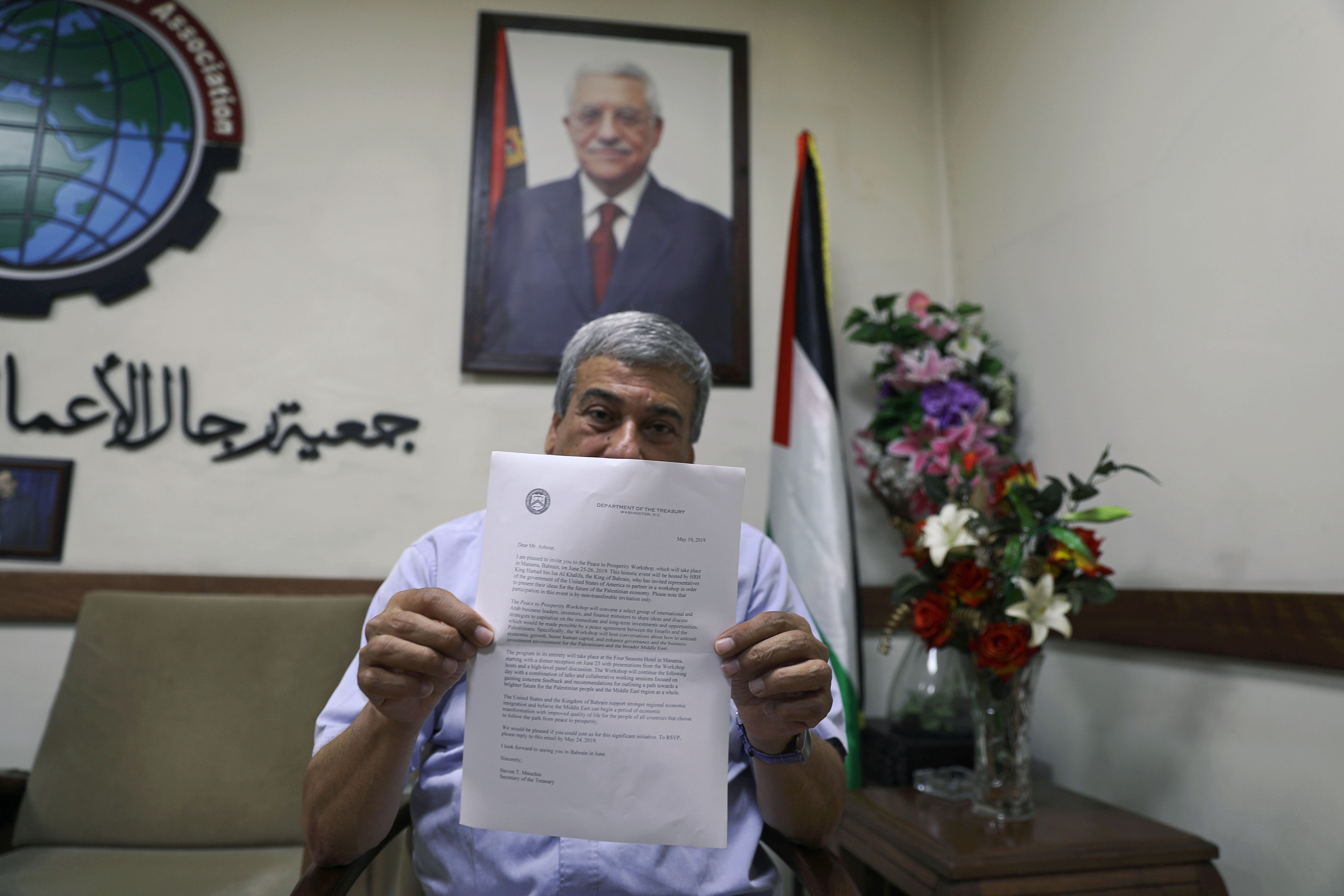 West Bank - In Rebuff To Trump, Palestinian Businesses Call For