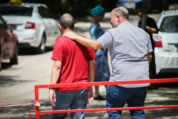 Yoav Sorek, father of Dvir Yehuda Sorek who was found dead with stabbing wounds earlier this morning, speaks with the media outside the family home in Ofra, in the West Bank on August 8, 2019. Flash90
