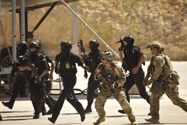 Special operations forces from Jordan and the United States conduct a combined demonstration with commandos from Iraq in Amman, Jordan, on June 20, 2013. (AP file photo)